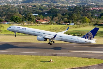N57862 - United Airlines Boeing 757-300