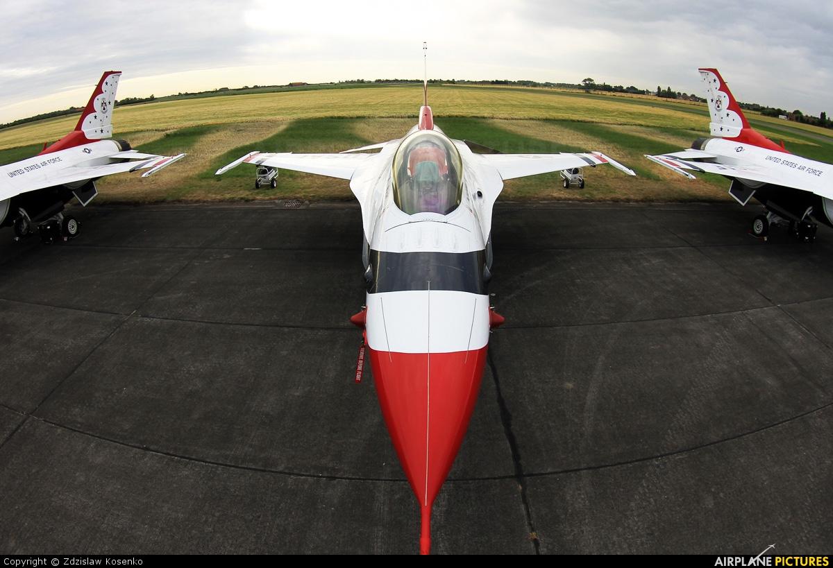 USA - Air Force : Thunderbirds - aircraft at Koksijde