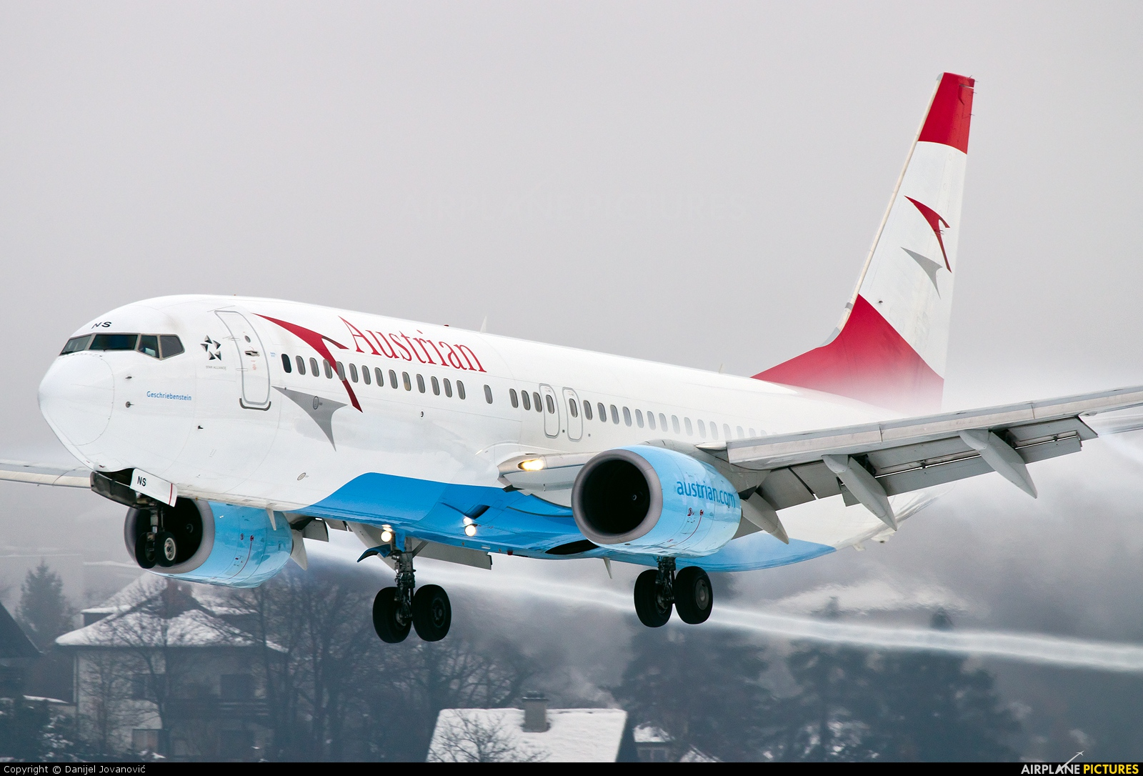 Austrian Airlines/Arrows/Tyrolean OE-LNS aircraft at Innsbruck