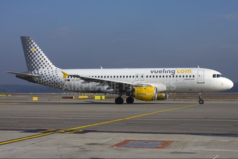 EC-ICS - Vueling Airlines Airbus A320