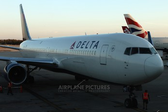 N192DN - Delta Air Lines Boeing 767-300ER