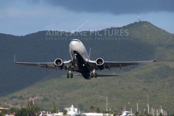 - - Delta Air Lines Boeing 737-700