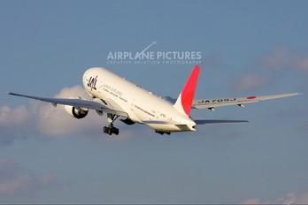 JA705J - JAL - Japan Airlines Boeing 777-200ER
