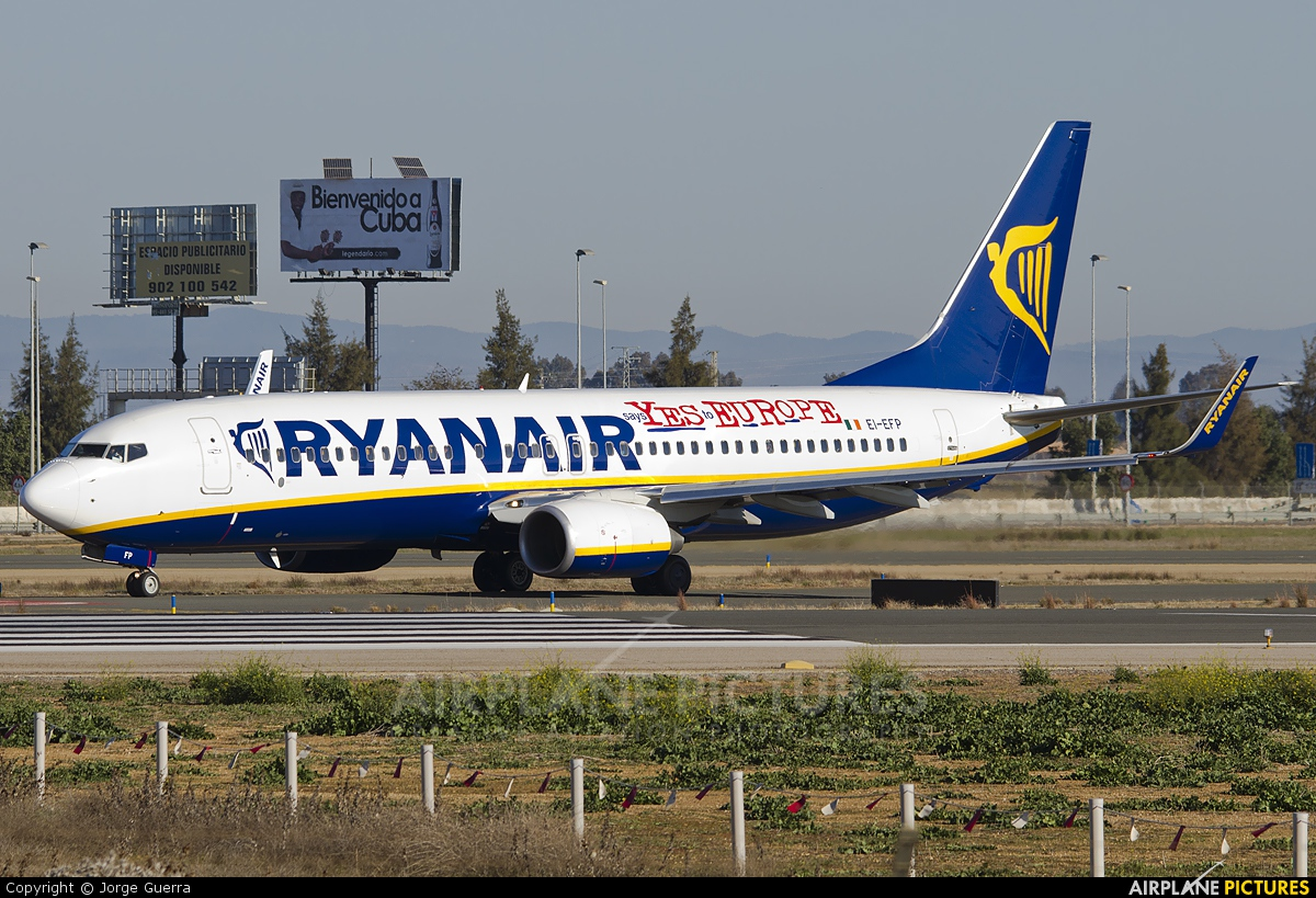 Ryanair EI-EFP aircraft at Seville - San Pablo