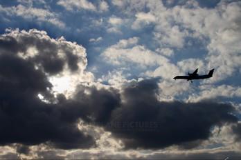 CS-TRF - SATA Air Açores de Havilland Canada DHC-8-400Q / Bombardier Q400