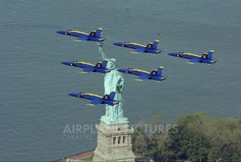 - - USA - Navy : Blue Angels McDonnell Douglas F/A-18A Hornet