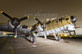 NL93012 - Private Boeing B-17G Flying Fortress