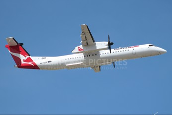 VH-QOM - QantasLink de Havilland Canada DHC-8-400Q Dash 8