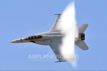 165884 - USA - Navy McDonnell Douglas F/A-18F Super Hornet