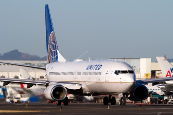 N24224 - United Airlines Boeing 737-800