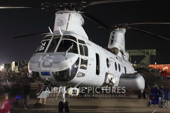 156452 - USA - Marine Corps Boeing CH-46E Sea Knight