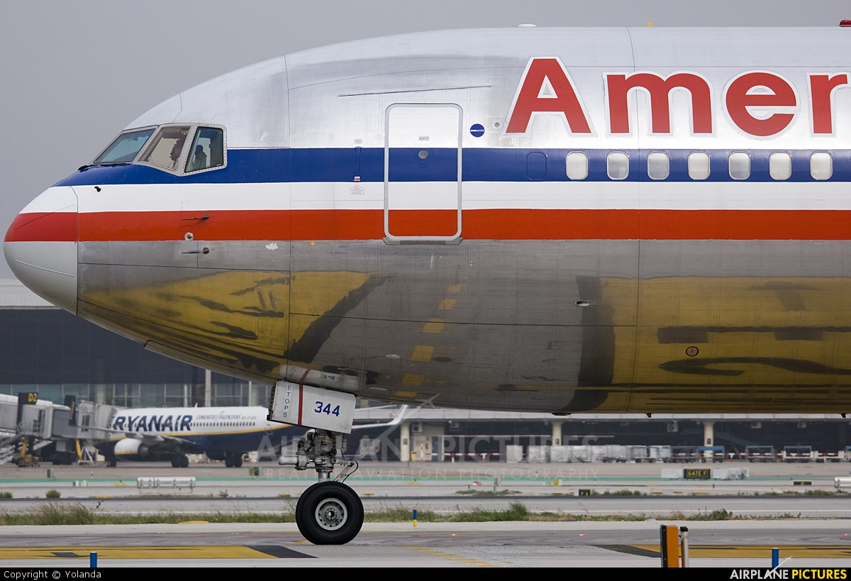 American Airlines N344AN aircraft at Barcelona - El Prat