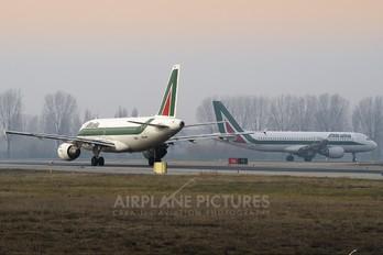 EI-IMI - Alitalia Airbus A319