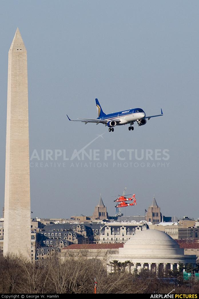 Midwest Airlines N171HQ aircraft at Washington - Ronald Reagan National