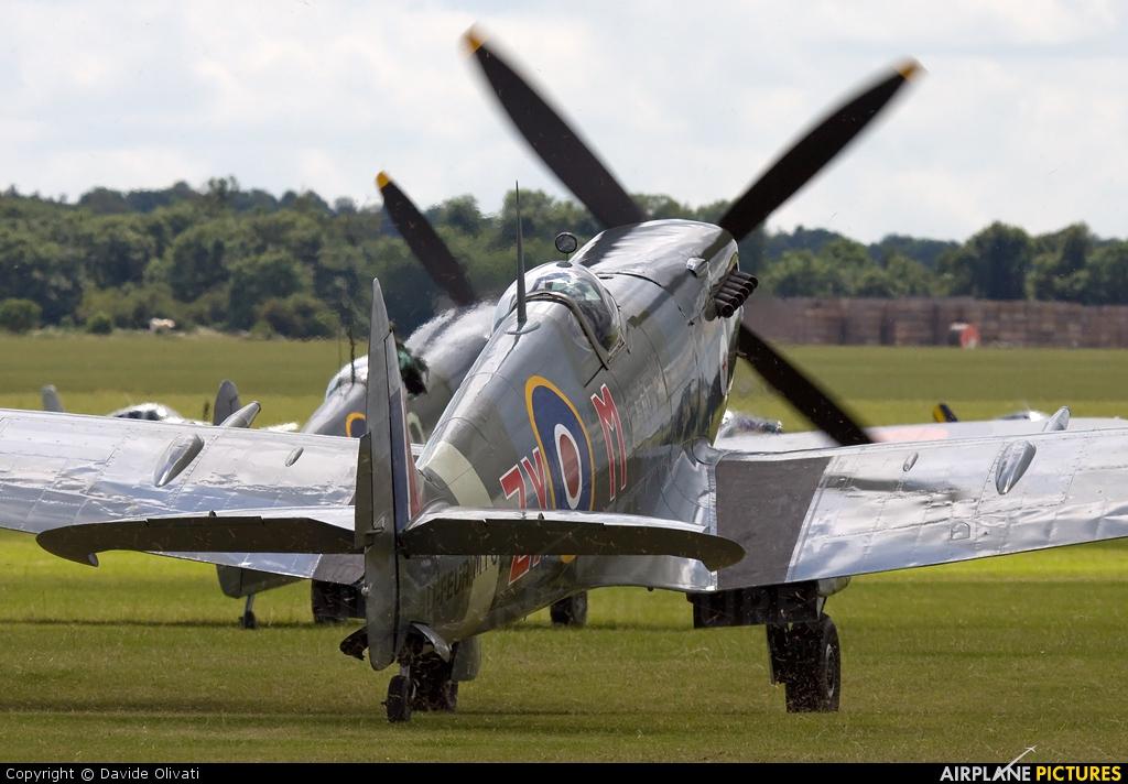 Private D-FEUR aircraft at Duxford