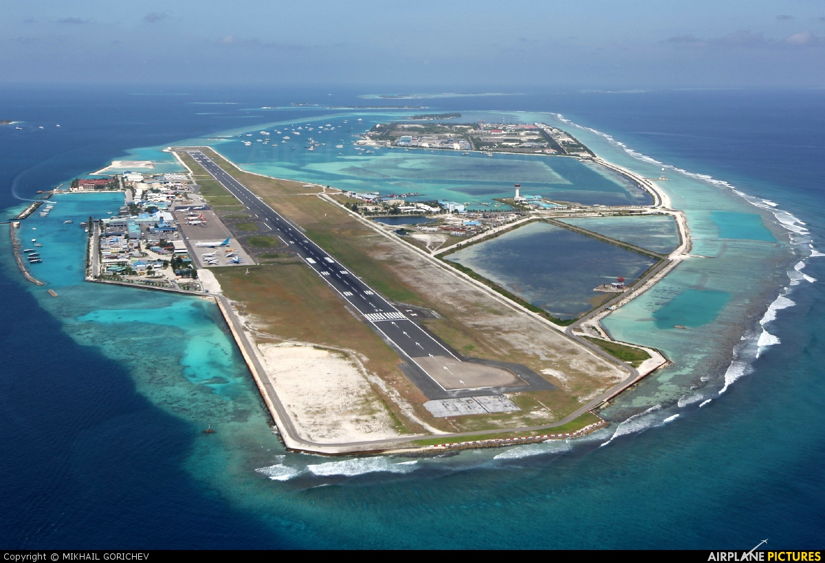 - Airport Overview - aircraft at Male Intl