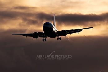 4L-TGI - Airzena - Georgian Airlines Boeing 737-500