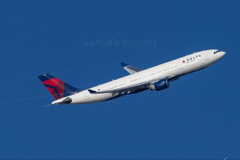 N854NW - Delta Air Lines Airbus A330-200