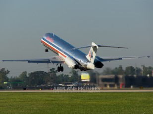N467AA - American Airlines McDonnell Douglas MD-83