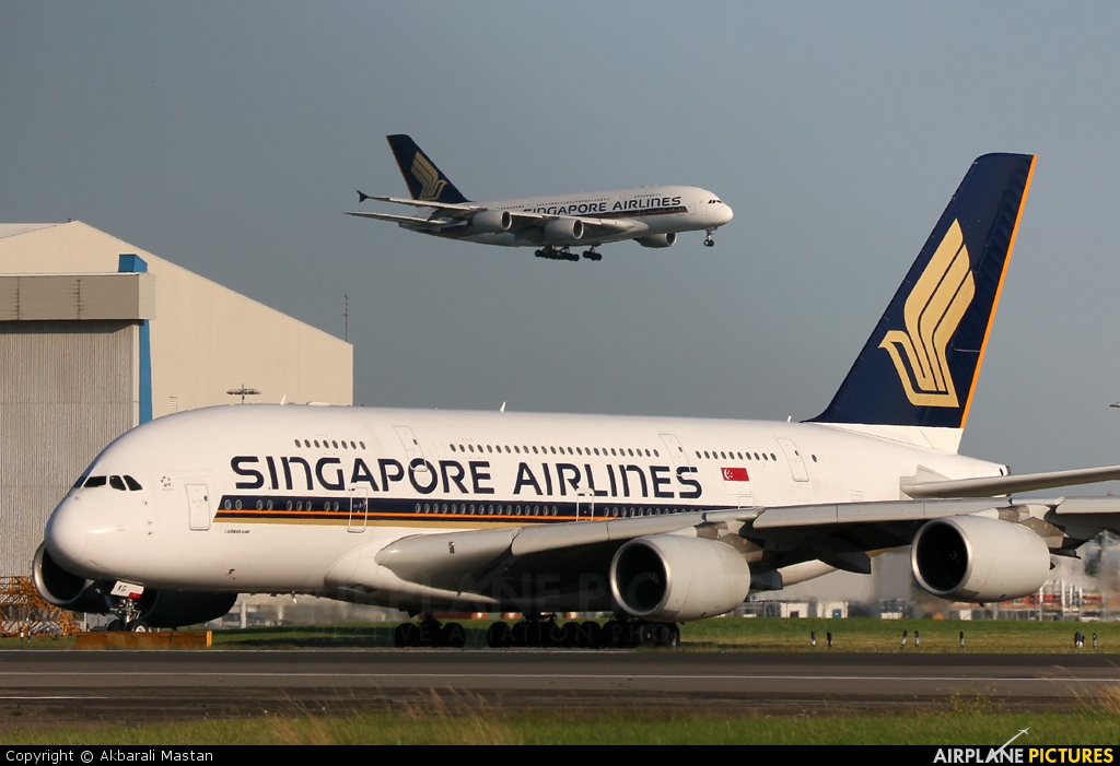 Singapore Airlines 9V-SKG aircraft at London - Heathrow