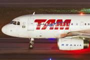 PR-MBN - TAM Airbus A319 aircraft
