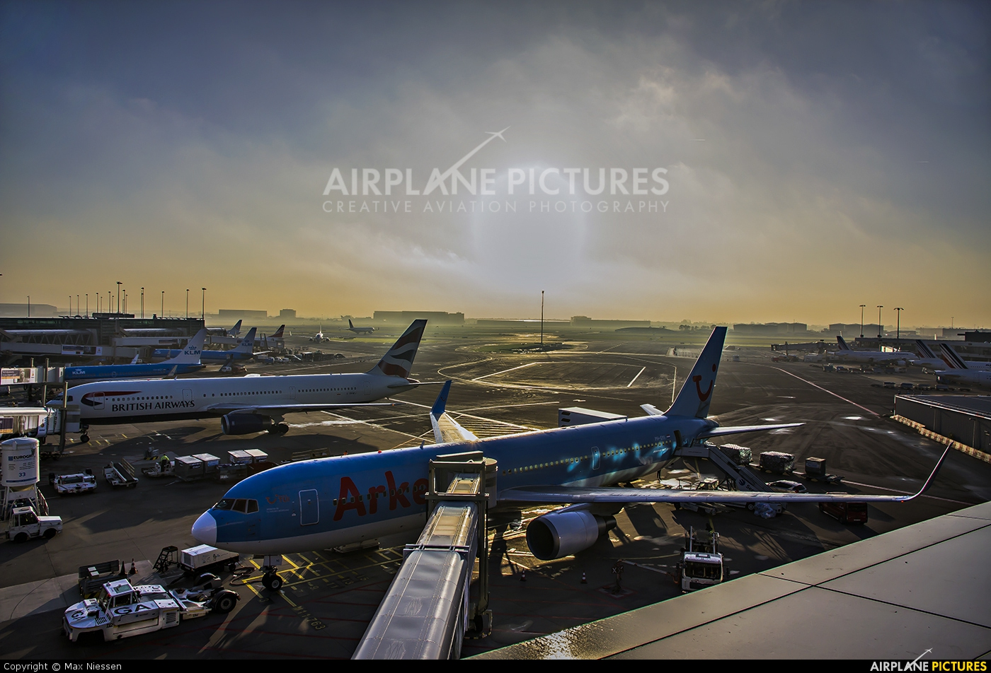 Arke/Arkefly PH-OYI aircraft at Amsterdam - Schiphol