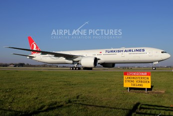 TC-JJL - Turkish Airlines Boeing 777-300ER