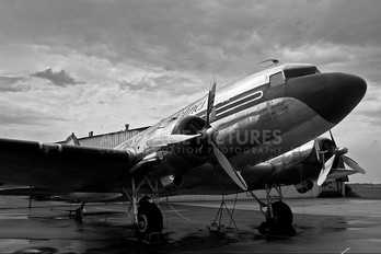 N1944M - Private Douglas DC-3