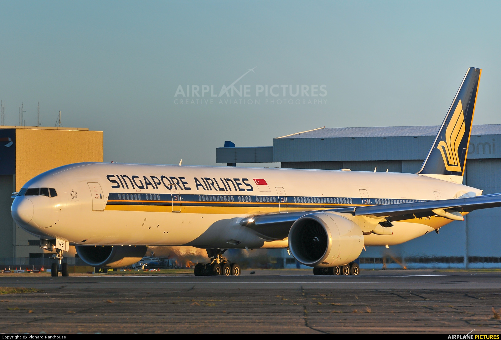 Singapore Airlines 9V-SWE aircraft at London - Heathrow