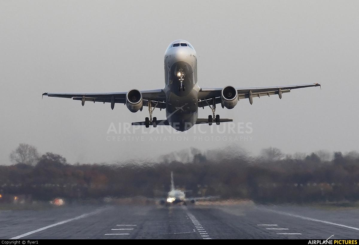 Turkish Airlines TC-JRR aircraft at London - Gatwick
