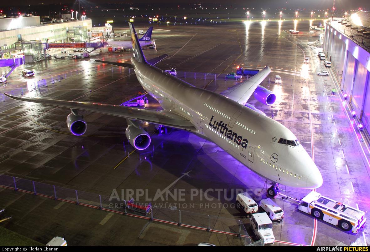 Lufthansa D-ABYA aircraft at Düsseldorf