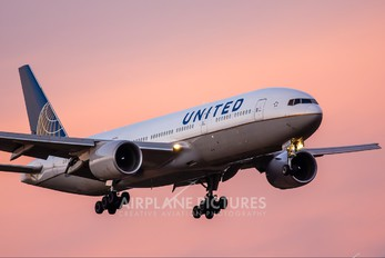 N206UA - United Airlines Boeing 777-200ER