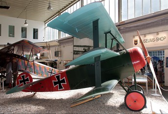152/17 - Germany - Imperial Air Force (WW1) Fokker DR.1 Triplane (replica)