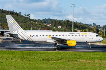 AIRBUS A320 by Jose Pombo
