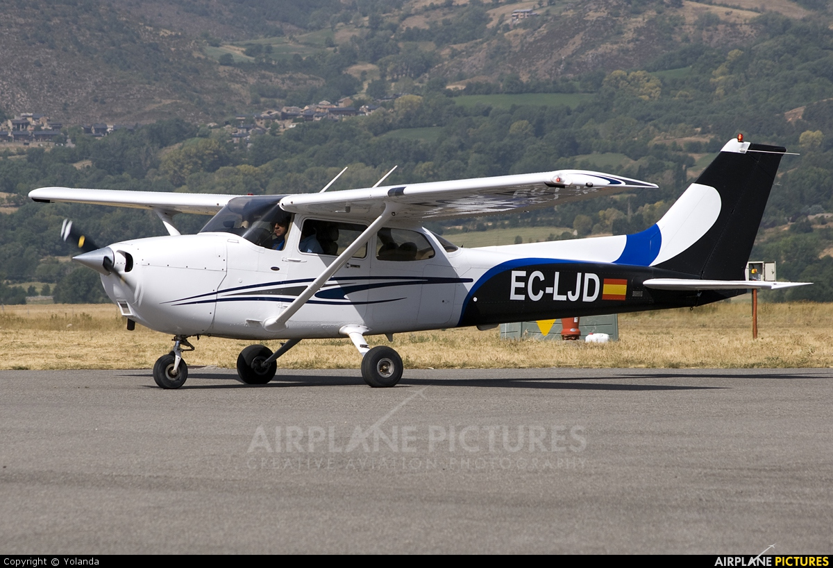 Escuela de Aviación de Valencia EC-LJD aircraft at La Cerdanya