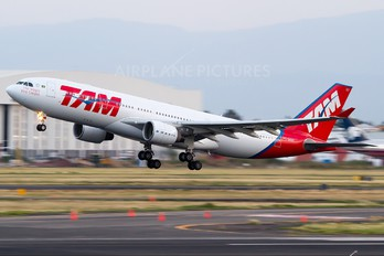 PT-MVT - TAM Airbus A330-200