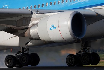 PH-AOB - KLM Airbus A330-200