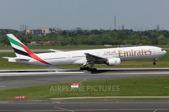 A6-EMM - Emirates Airlines Boeing 777-300