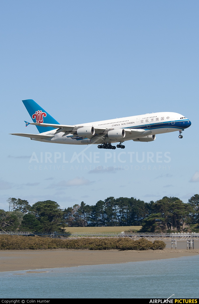 China Southern Airlines B-6139 aircraft at Auckland Intl