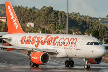 AIRBUS A319 by Jose Pombo
