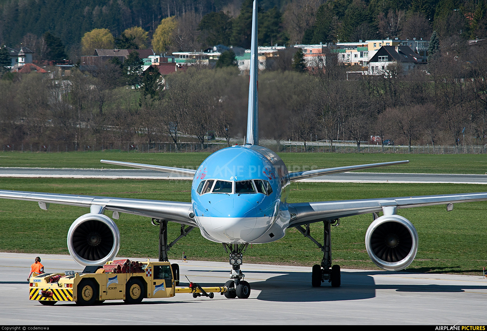 Thomson/Thomsonfly G-OOBF aircraft at Innsbruck