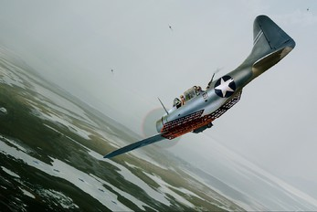 - - USA - Navy Douglas SBD-4S Dauntless