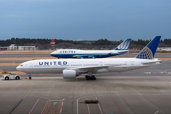 N204UA - United Airlines Boeing 777-200