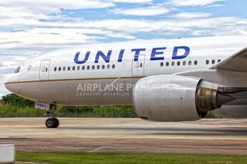 N786UA - United Airlines Boeing 777-200ER