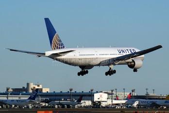 N785UA - United Airlines Boeing 777-200ER