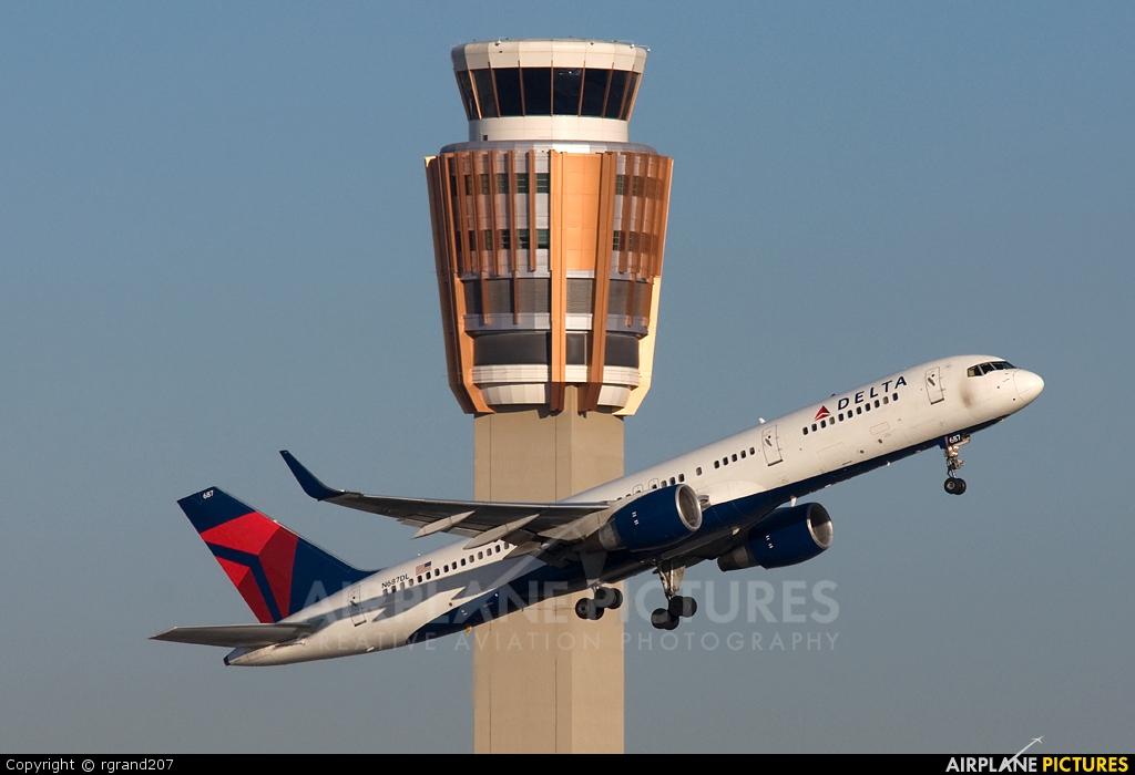 Delta Air Lines N687DL aircraft at Phoenix - Sky Harbor Intl