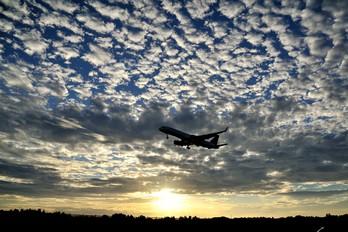 - - Delta Air Lines Boeing 757-200WL