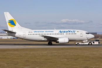 UR-VVS - Aerosvit - Ukrainian Airlines Boeing 737-500