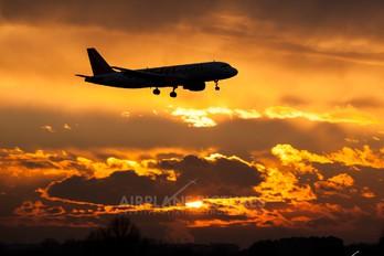- - easyJet Airbus A319