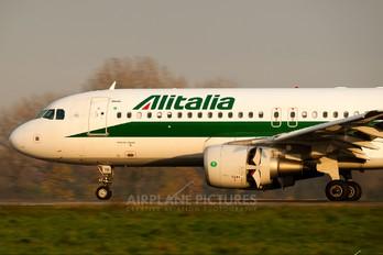 EI-DTO - Alitalia Airbus A320